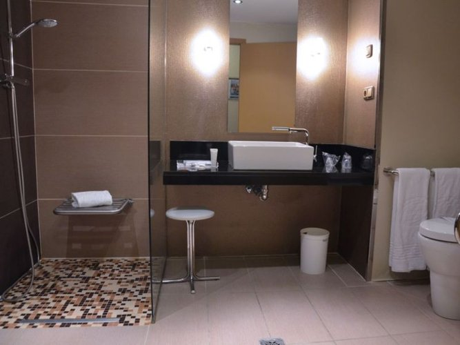 Adapted room hotel beatriz toledo auditórium & spa